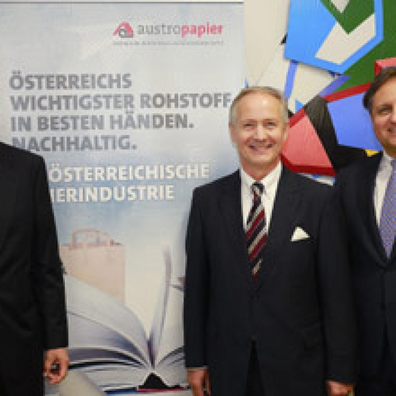 Austropapier-Präsident Oberhumer mit Vizepräsidenten